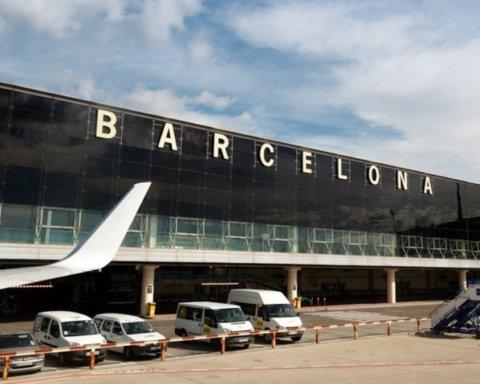 В Барселоне задержали колумбийца с полкило кокаина в парике
