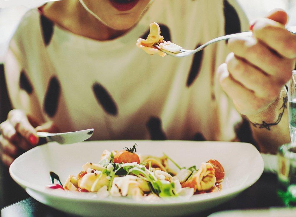 Диетолог раскрыла секреты, как обуздать аппетит и похудеть