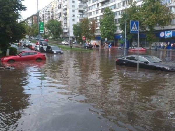 Киев накрыл мощный ливень: фото и видео непогоды