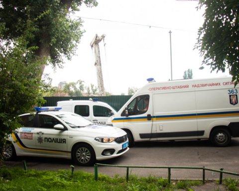 Мужчину в луже собственной крови нашли возле забора в центре Киева: подробности