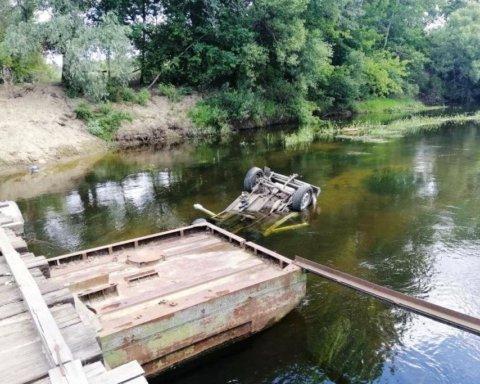 Возле Чернигова джип сорвался в реку и утонул