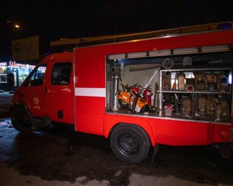 В Киеве посреди ночи «вспыхнула» станция метро: подробности и кадры с места