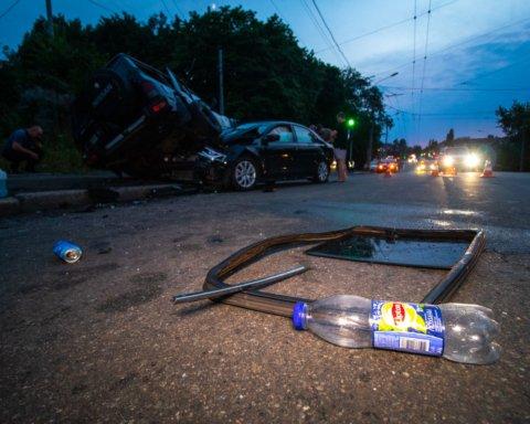 У Києві військові на позашляховику протаранили авто із дитиною