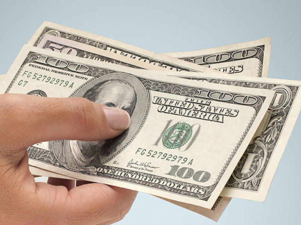 Долар по 30 гривень: експерт дав прогноз на падіння гривні