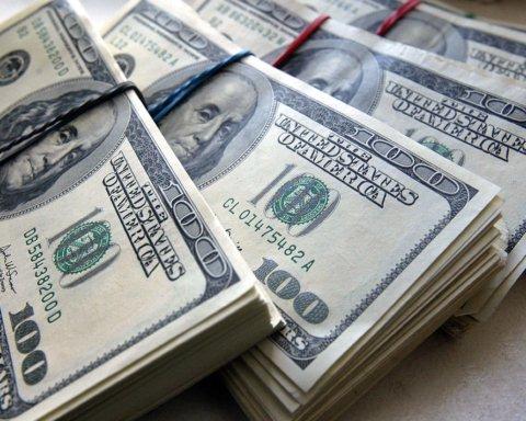 Опять лезет вверх: появился межбанковский курс доллара на 6 августа
