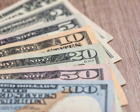 Украинцев предупредили о резком обесценивании доллара: что стоит знать