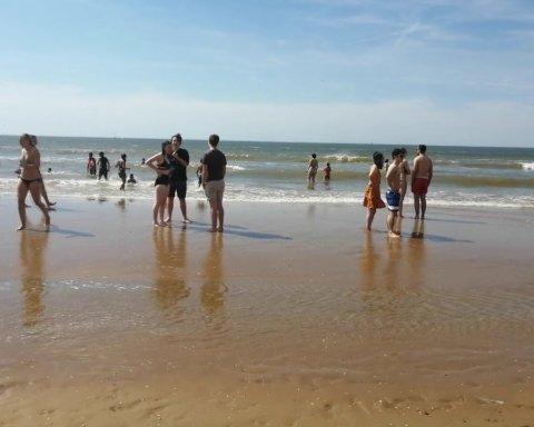 Неймовірна спека у Європі: людей арештовують за ночівлю на пляжі