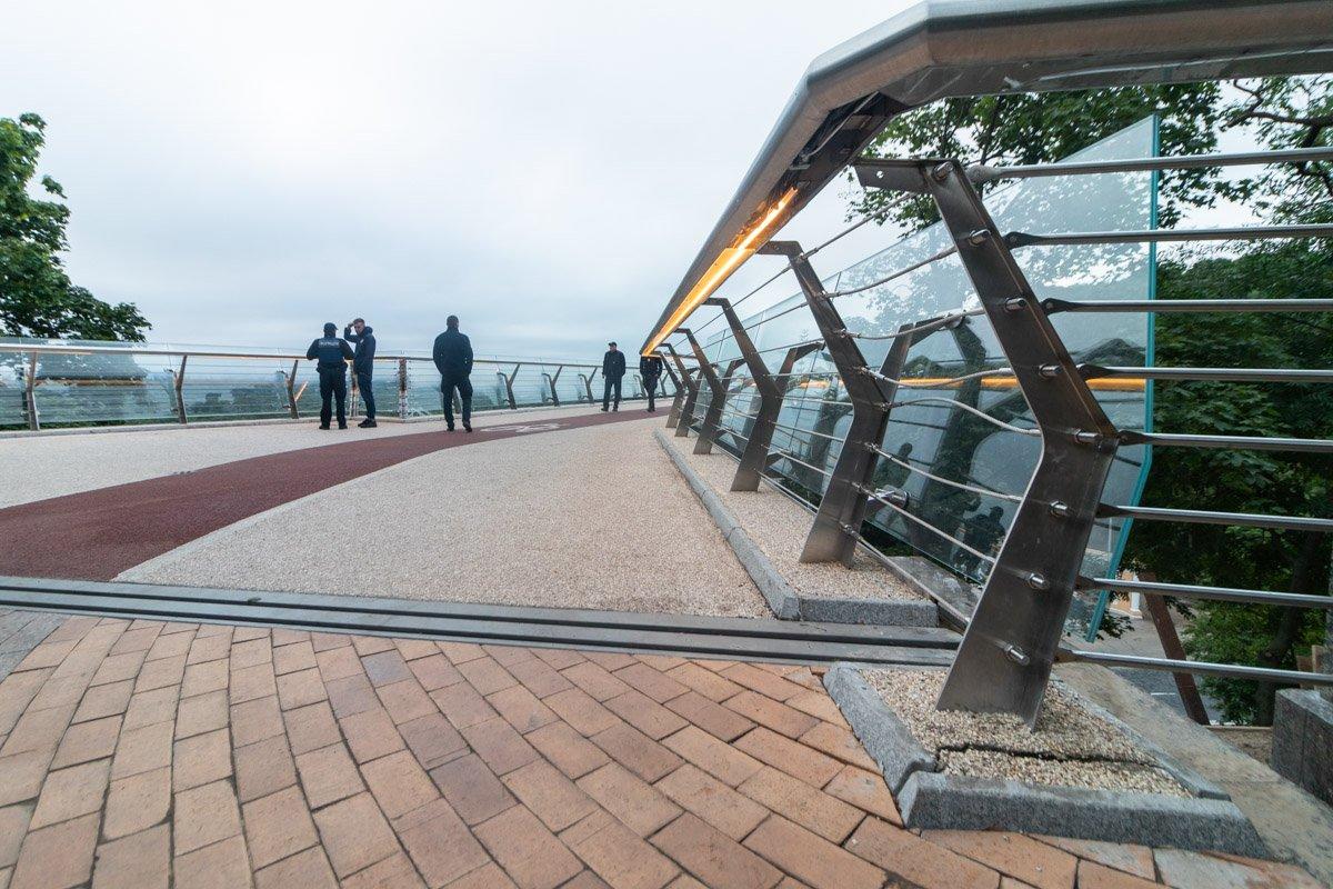 Обвисли троси та з'явилися тріщини: опубліковано нові скандальні фото «моста Кличка»