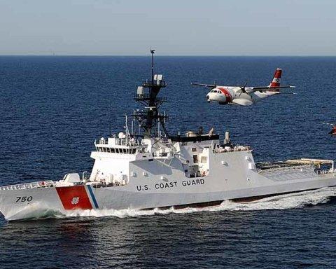 Военные США показали впечатляющие кадры перехвата подводной лодки наркодилеров в море
