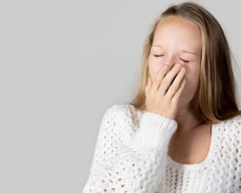Медики рассказали, симптомом каких болезней может быть частая зевота