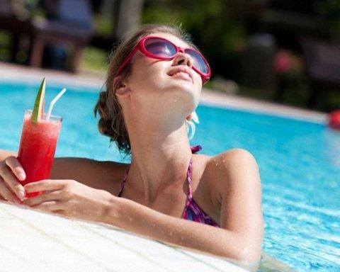 Дієтологи порадили, які напої найкраще підходять для спекотного дня
