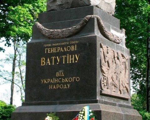 Неизвестные разрисовали памятник Ватутину в Полтаве: полиция расследует как хулиганство