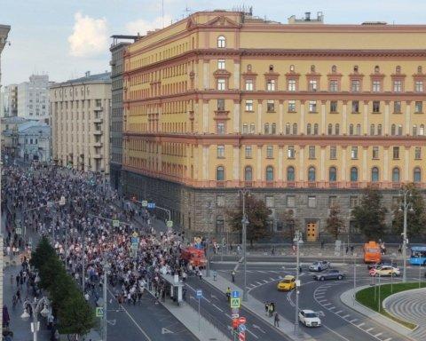 Евросоюз требует освобождения задержанных в Москве активистов