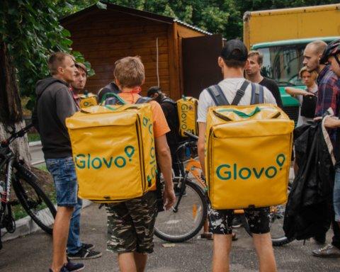 Мітинг кур'єрів Glovo в Києві: що їм було потрібно