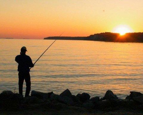 Рай для рибалок: Норвегія не знає, як боротися з нашестям російських лососів