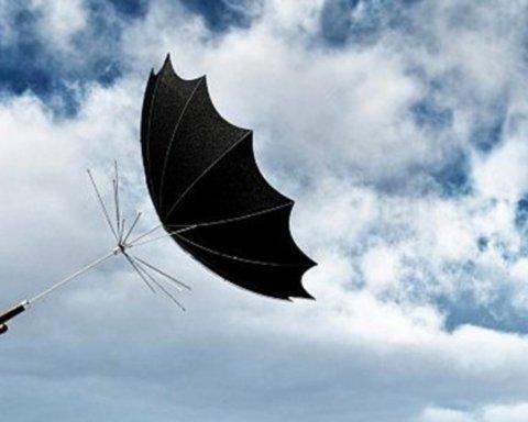 Вже не до жартів: в Дніпрі оголосили штормове попередження