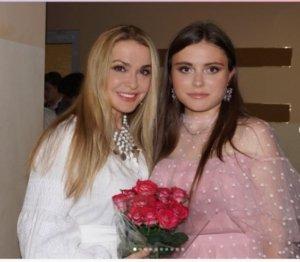 Ольга Сумська похизувалася світлиною з донькою-випускницею