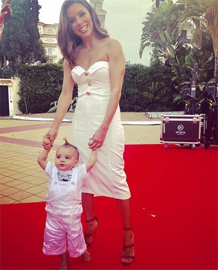 Ева Лонгория взяла годовалого сына на светскую вечеринку