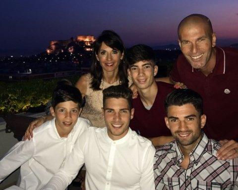 Зидан с женой и сыновьями отдыхают на роскошной яхте