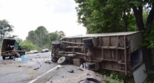 Микроавтобус протаранил грузовик, есть погибшие: подробности ЧП в Винницкой области