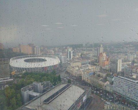 Під час матчу Динамо – Брюге синоптики попередили про грозу та сильний вітер