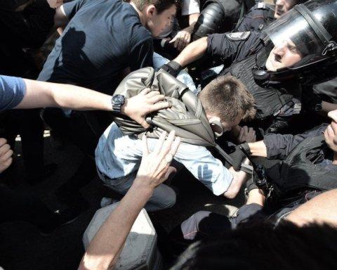 """Мітинги в Москві: персональні дані активістів """"злили"""" в мережу"""