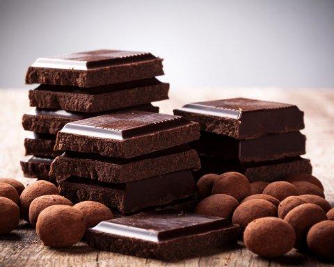 Дієтологи пояснили, чому варто включити шоколад до щоденного раціону