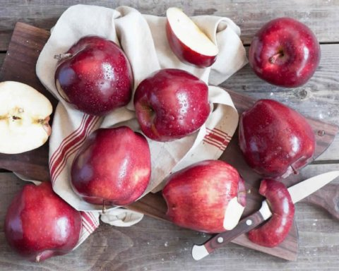 Лікарі пояснили, чому необхідно їсти яблука щодня
