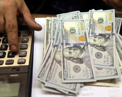 Уже не 25: курс доллара пробил психологическую отметку