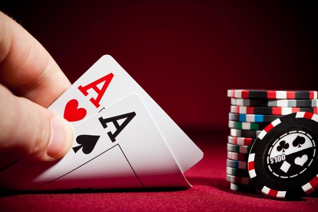 Мужчина проиграл жену в покер и позволил ее изнасиловать