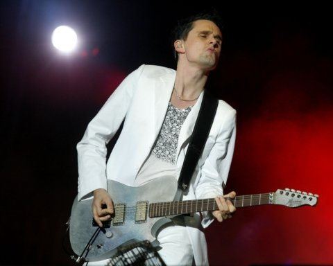 Лидер группы Muse женился на бывшей Playmate