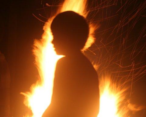 Дитину намагалися спалити на очах у всіх: моторошні подробиці НП у Дніпрі
