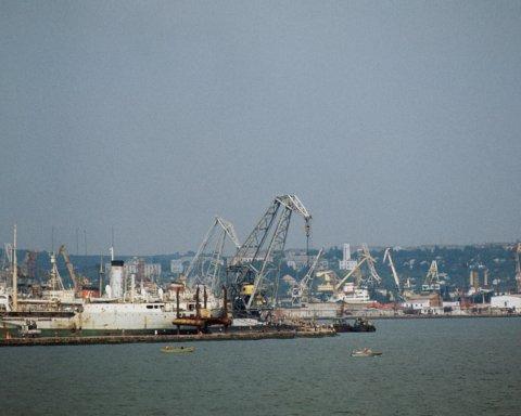 Бердянський порт порахував колосальні збитки від морської блокади Приазов'я