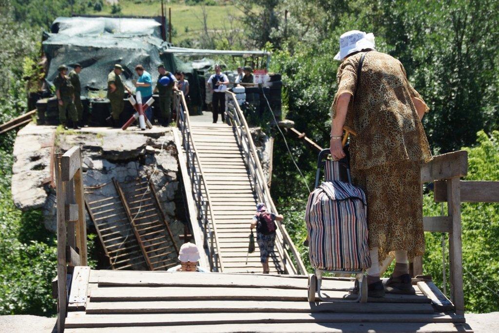 Україна продовжує демонтувати укріплення у Станиці Луганській: бойовики – ігнорують