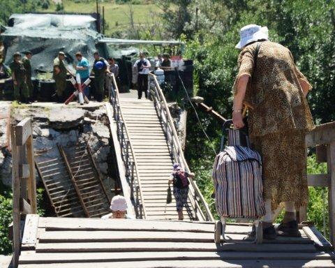 Украина продолжает демонтировать укрепления в Станице Луганской: боевики – игнорируют