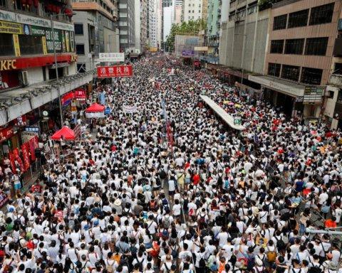 Поліція заарештувала малолітню дитину на мітингах в Гонконзі: перші подробиці