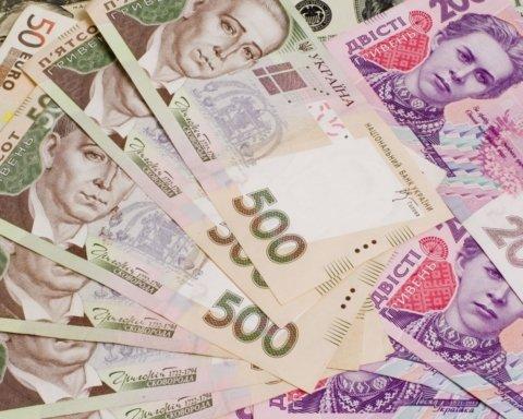 Пенсії, зарплати та прожитковий мінімум у 2020 році: що чекає на українців