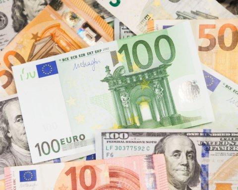 Курс валют на 12 августа: гривна снова укрепилась