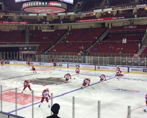 В Китае хоккеисты устроили жесткое месиво на льду