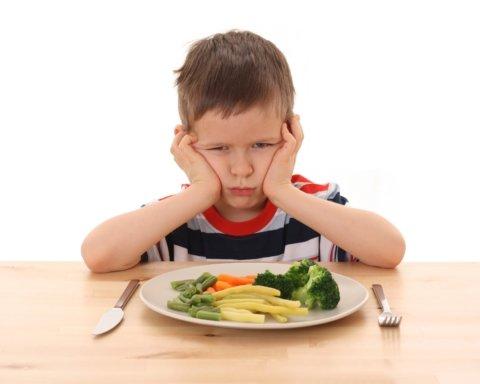 Їжа ганятися не буде. Дієтологи пояснили, чому не варто змушувати дітей доїдати