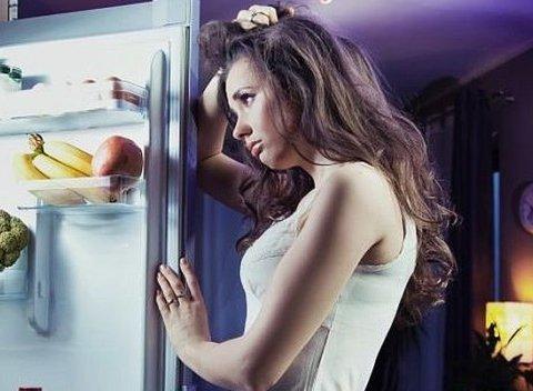 Диетолог рассказала, как правильно есть ночью и зачем это нужно