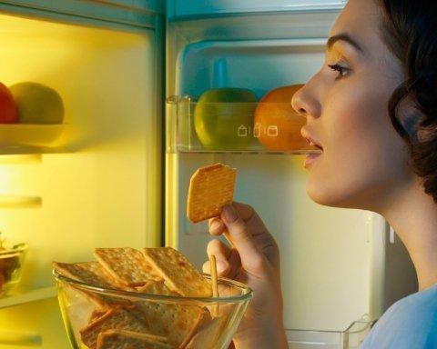 Це може вбити: вчені пояснили, чим небезпечна пізня вечеря