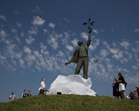 В аеропорту імені Сікорського встановили пам'ятник геніальному конструктору