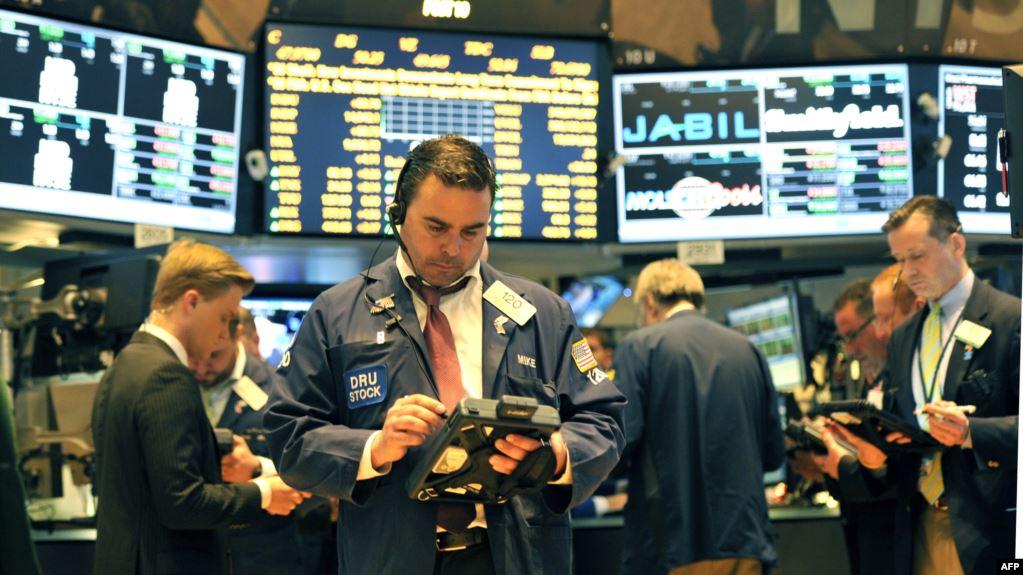 """Крах на Уолл-стрит. Самые богатые люди мира """"обеднели"""" на $120 млрд"""