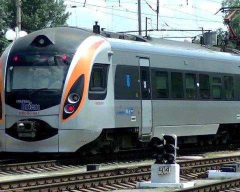 """На вокзалі у Миколаєві загорівся швидкісний поїзд """"Інтерсіті"""""""