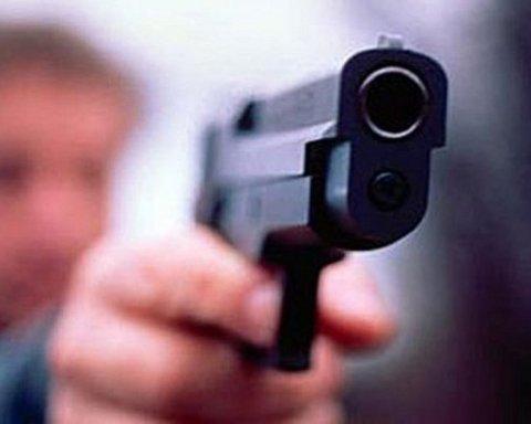 В Херсоне подростки открыли стрельбу прямо на улице, есть раненый: подробности