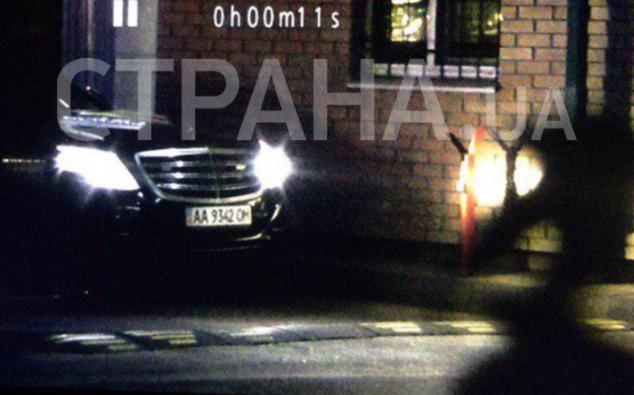 Порошенко посеред ночі повернувся до України