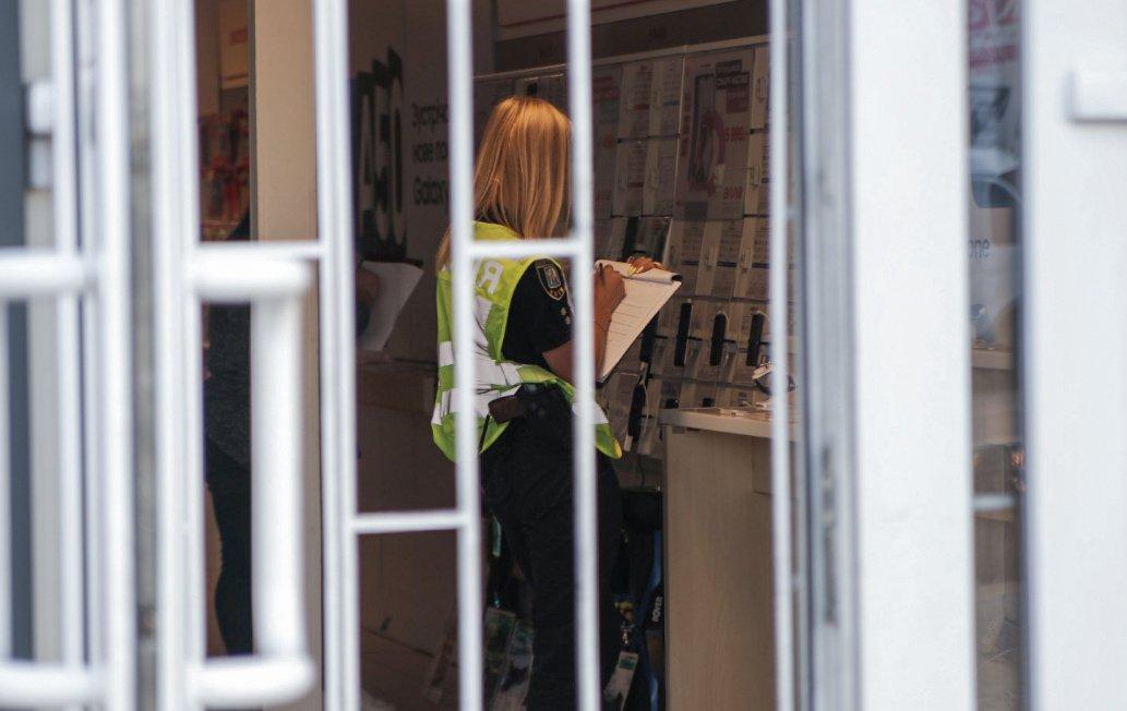 Как в кино: дерзкие грабители за две минуты ограбили магазин в Киеве