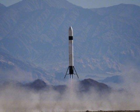 Китайцы запустили новейшую ракету, которую якобы спроектировали всего за полгода