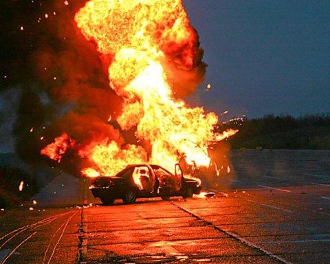 Под Днепром взорвали авто с начальником полиции: последствия попали на фото